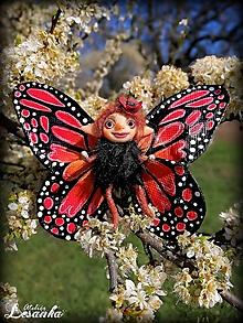 Dekorácie - Motýlia víla červená - 11991644_