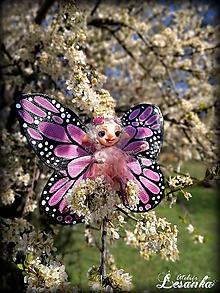 Dekorácie - Motýlia víla ružová - 11991662_