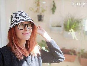 Čiapky - dámský bavlněný klobouk na jaro/léto, černé vlnky - 11989218_