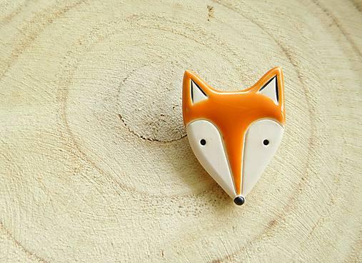 Líška hrdzavá brošňa