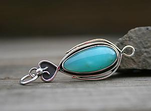 Náhrdelníky - Strieborný prívesok s modrým opálom - 11988299_