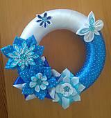 Dekorácie - Modrý venček zo saténových stúh na dvere - 11991425_