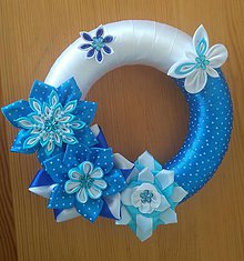 Dekorácie - Modrý venček na dvere - 11991425_
