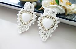 Náušnice - Biele srdcové náušnice - 11993840_