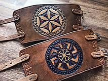 Náramky - Kožený náramok s prackami - 11995639_