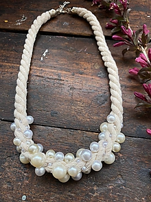Náhrdelníky - Režný pošitý perlami - 11996971_