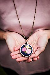 """Náhrdelníky - Vyšívaný náhrdelník """"Čaro kvetín"""" - 12000223_"""