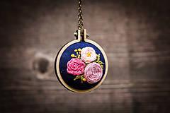 """Náhrdelníky - Vyšívaný náhrdelník """"Čaro kvetín"""" - 12000231_"""
