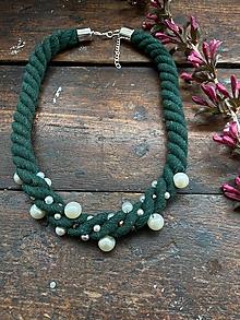 Náhrdelníky - Zelený pošitý perlami - 12001450_