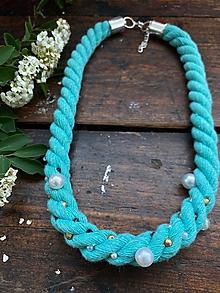 Náhrdelníky - Tyrkysový pošitý perlami - 12001812_