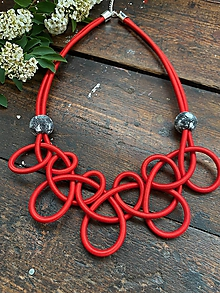Náhrdelníky - Červené uzly s malovanými korálky - 12002024_
