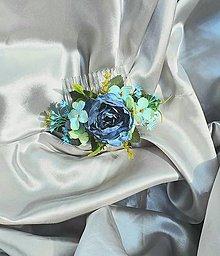 Ozdoby do vlasov - Modrý kvetinový hrebeň do vlasov - 12001176_