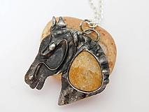 Náhrdelníky -  Plavý kôň- fosílny korál, tiffany - 12010789_