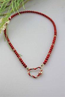 Náhrdelníky - Koral náhrdelník s karabínkou v tvare srdca - 12011577_