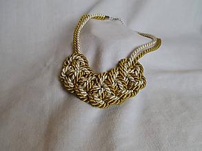 Náhrdelníky - Horčicovo-krémový uzlový náhrdelník - 12011928_