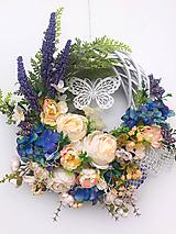 Dekorácie - Celoročný veniec-motýľ - 12012308_