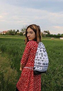 Batohy - Nepremokavý Čičmany batoh bieločierny - 12015334_