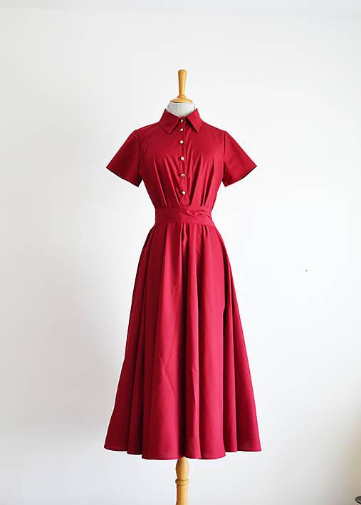 Košeľové bordové šaty s viazaním v páse