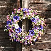Dekorácie - Pestrý letný veniec na dvere - 12017252_