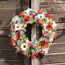 Dekorácie - Pestrý letný veniec na dvere - 12017397_