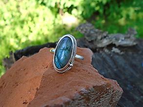 Prstene - Strieborny prsteň Ag 925 Labradorit - 12015863_