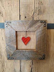 Obrazy - Obraz s rámom zo starého dreva - Vitrážne červené srdce - 12016511_