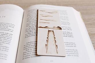 """Papiernictvo - Drevená záložka do knihy """"Na móle"""" - 12021433_"""