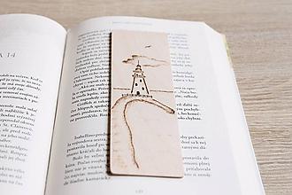 """Papiernictvo - Drevená záložka do knihy """"Vo svetle majáka"""" - 12021466_"""