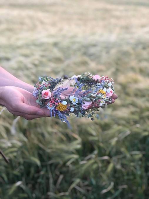 """Kvetinový venček  """"šťastie z lúčnych kvetov uvité"""""""