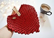 Úžitkový textil - Pletená podložka - srdiečkový lístok červený (Červená 17 x 19 cm) - 12030016_