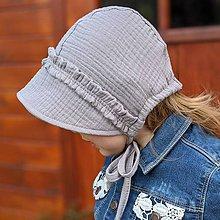 Detské čiapky - Mušelínový čepiec s volánmi grey - 12030749_
