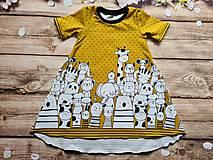 Detské oblečenie - Šaty - bordúra zvieratká (98 - Okrová) - 12033279_