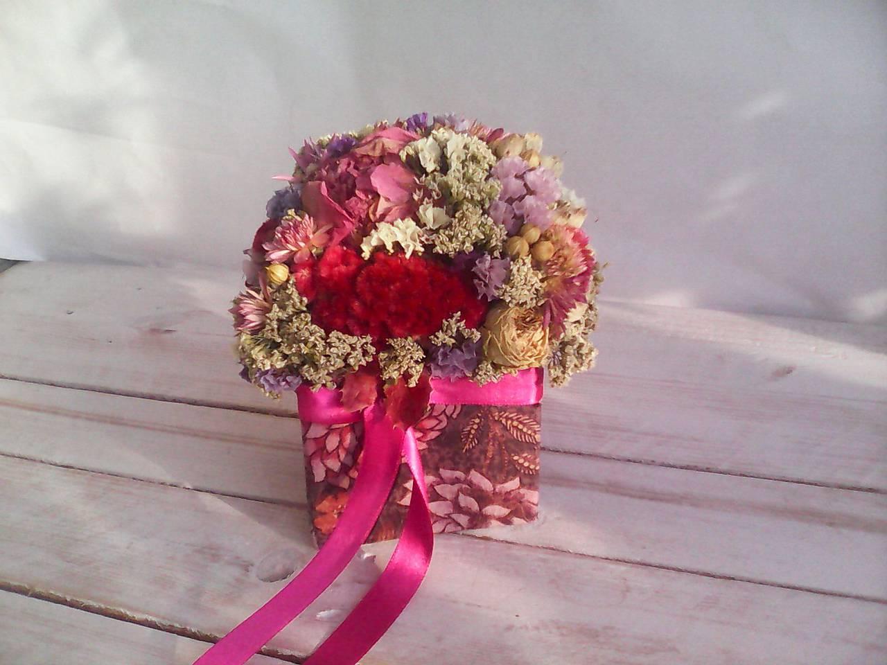 Kvetinová krabička prírodná ... láska je tu s nami ...