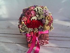 Dekorácie - Kvetinová krabička ... láska je tu s nami ... - 12033024_