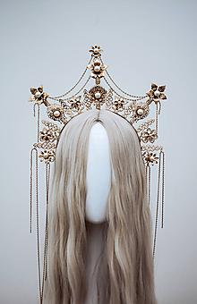Ozdoby do vlasov - Zlatá boho čelenka s filigránmi a retiazkou - 12032804_