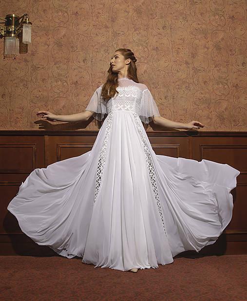 Svadobné šaty s hrubou krajkou a tylovou sukňou SKLADOM