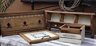 Nábytok - Polica s porcelánovými knopkami - 12037583_