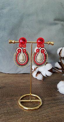 Náušnice - Červeno-béžové šujtášové náušnice so Swarovski kryštálmi - 12038762_