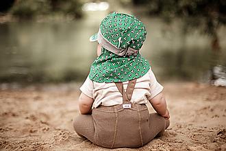 Detské čiapky - Šiltovka s plachtičkou proti slnku zelená futbal - 12040636_