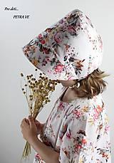 Detské čiapky - Kvety a motýle - detský bavlnený čepček - 12040947_