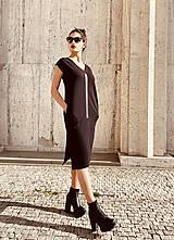 Šaty - FNDLK úpletové šaty 468 RV midi s rozparkami - 12046679_