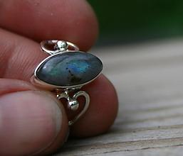 Prstene - Strieborný prsteň s labradoritom - 12046650_