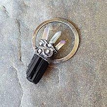 Náhrdelníky - Cínovaný prívesok - Surový turmalín so špicmi aqua aura - 12050766_