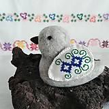 Dekorácie - Vtáčik s vyšívanými krídlami 1 - 12051850_