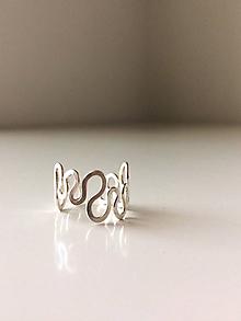 Prstene - Strieborný vlnitý prsteň - 12052985_
