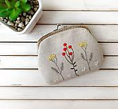 Peňaženky - Peňaženka XL Bobuľky a lúčne kvietky (s kapsičkou) - 12055061_