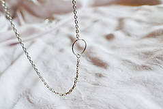 Náhrdelníky - Strieborný náhrdelník s krúžkom - 12057273_