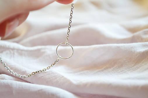 Strieborný náhrdelník s krúžkom