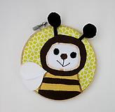 Detské doplnky - Textilný portrét - Včielka z Medovej štvrte - 12057275_