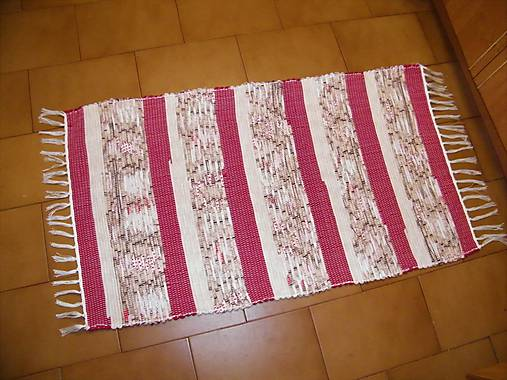 Tkaný koberec červeno-béžovo-hnedý
